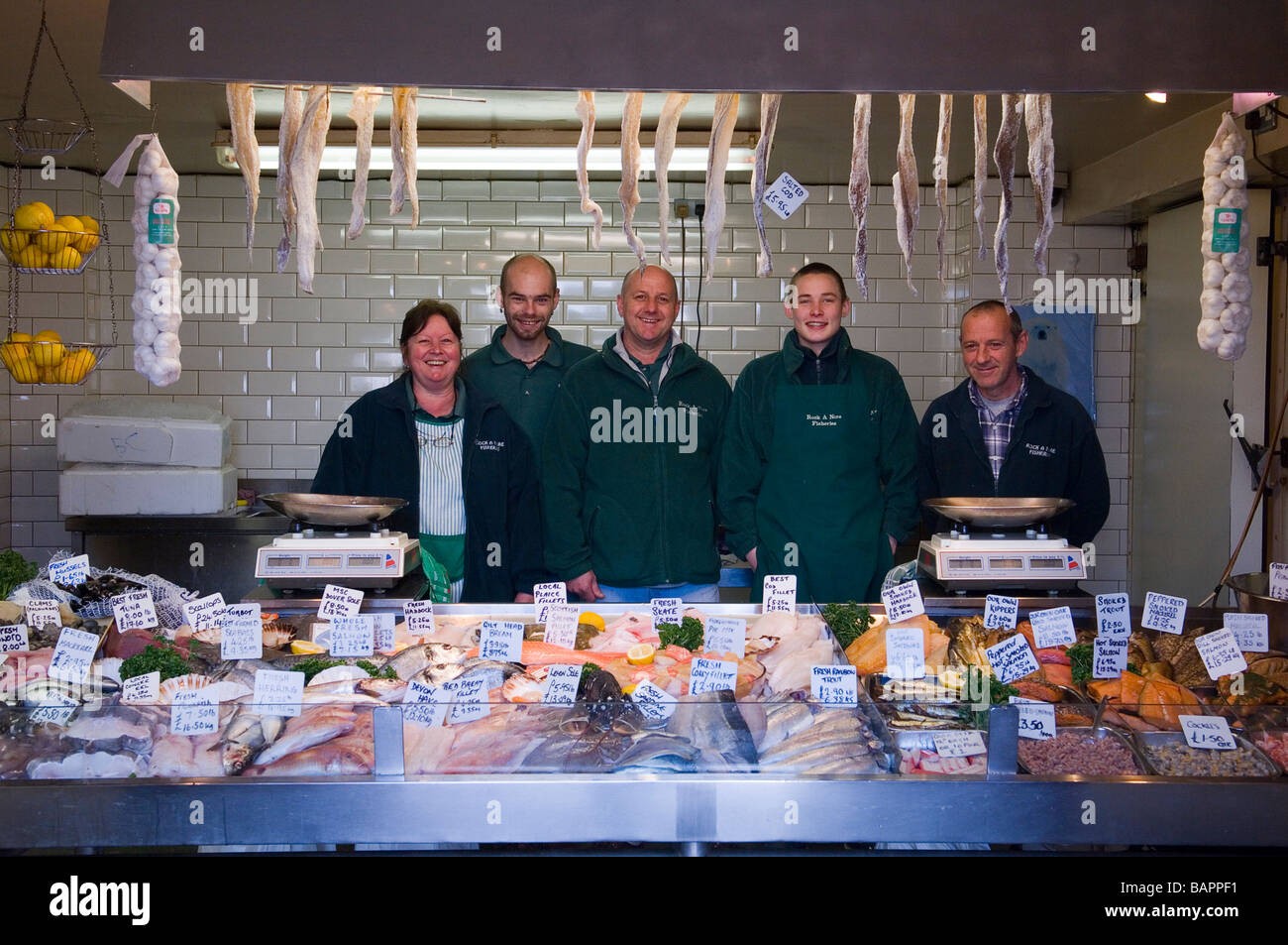 The owner Sonny Elliott and staff at Rock-a-Nore Fisheries. Hastings Old Town. East Sussex. England. UK - Stock Image