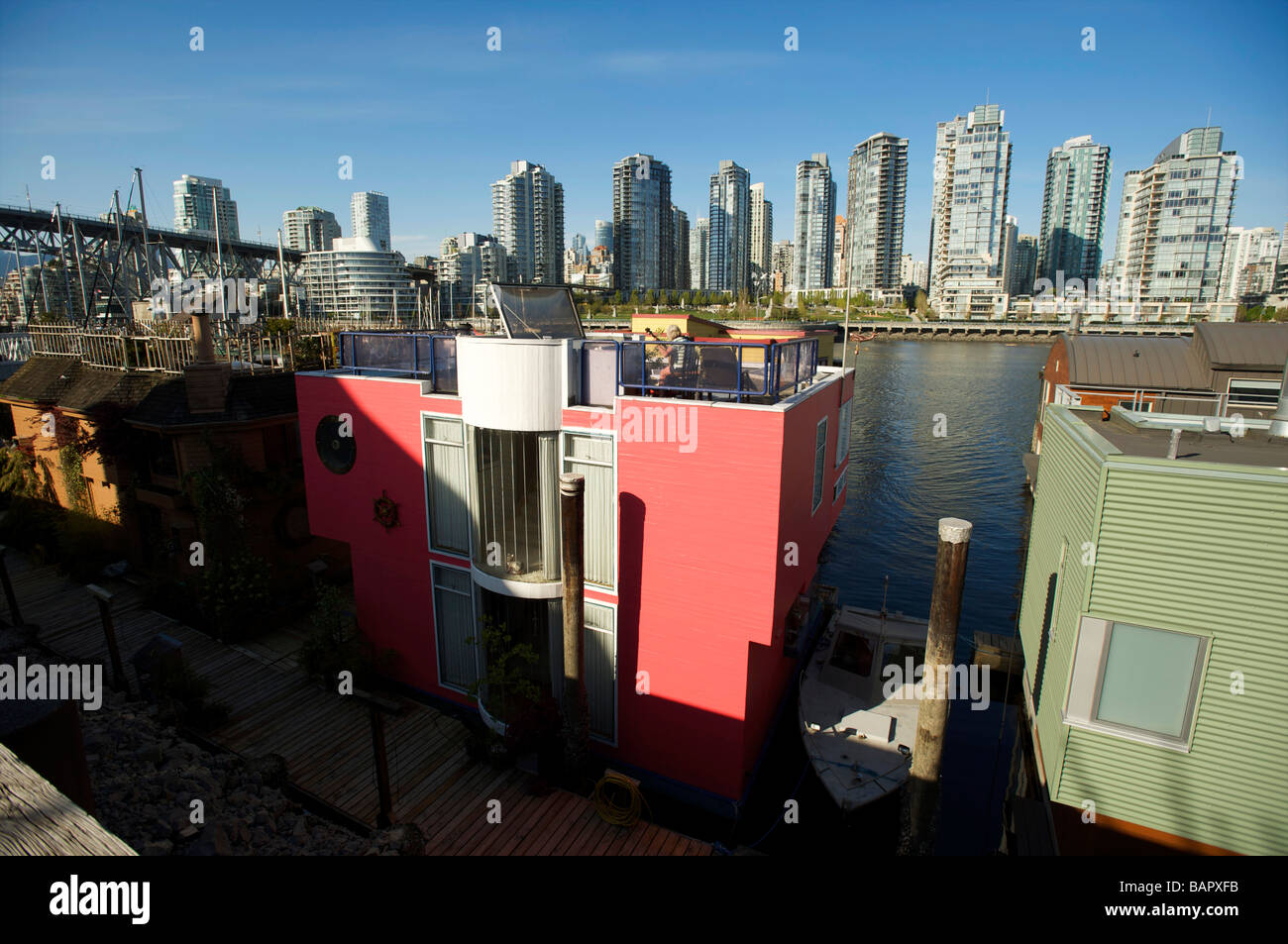 House boats in False Creek, with the Condo towers of Yaletown in the background.  Vancouver BC, Canada - Stock Image