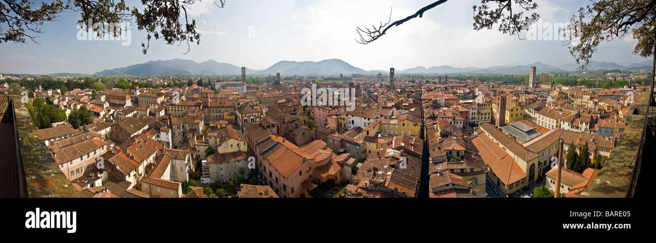 A 270° view of the Lucca medieval town (Tuscany - Italy). Vue panoramique sur 270 de la ville médiévale - Stock Image