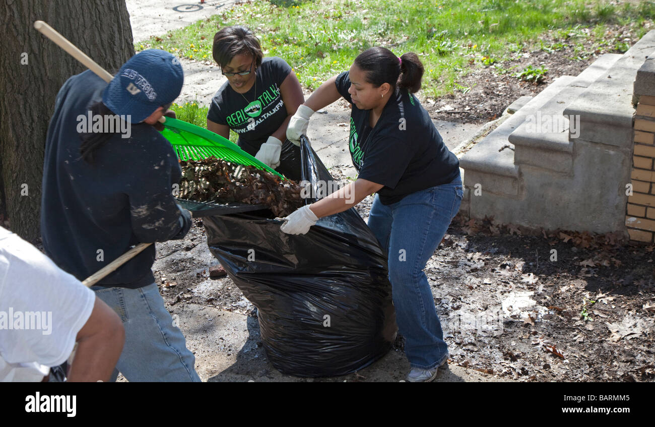 Volunteers clean trash from their neighborhood - Stock Image
