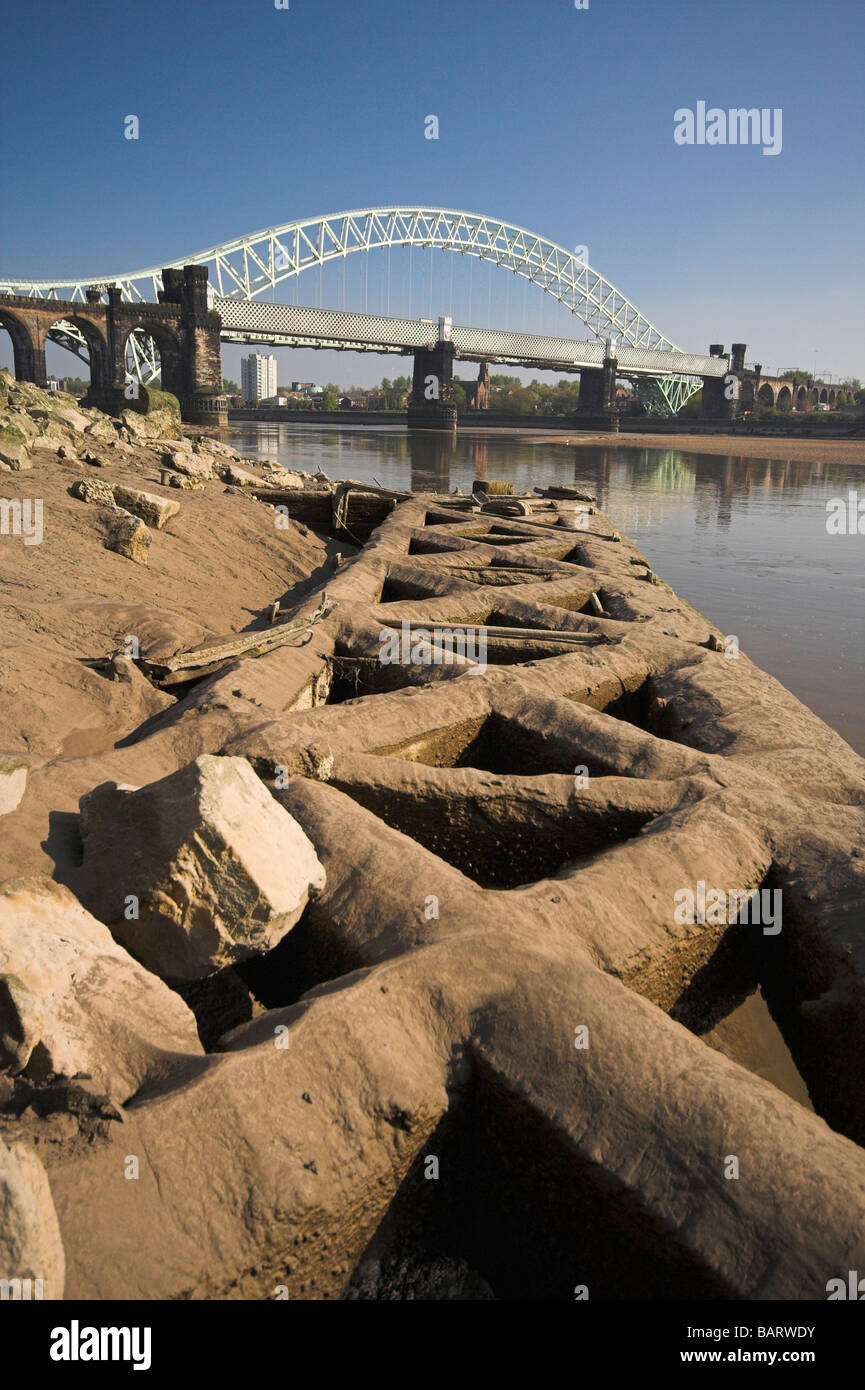 The Silver Jubilee Bridge over the River Mersey and Manchester Ship Canal at Runcorn Gap, Cheshire, UK - Stock Image