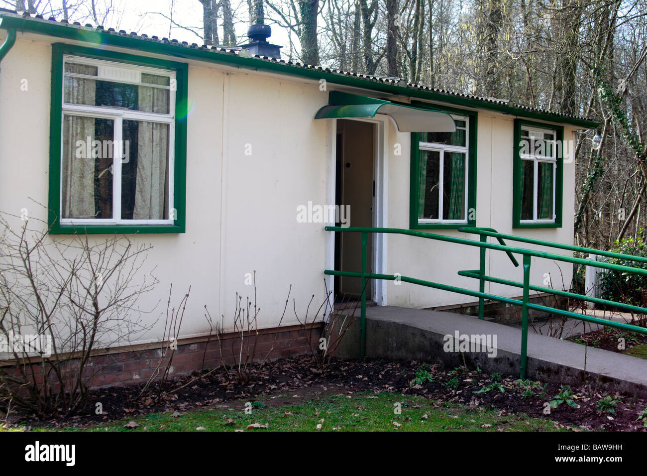 Prefabricated bungalow, of circa 1948 vintage, one of many put up after the war as emergency housing and given a - Stock Image