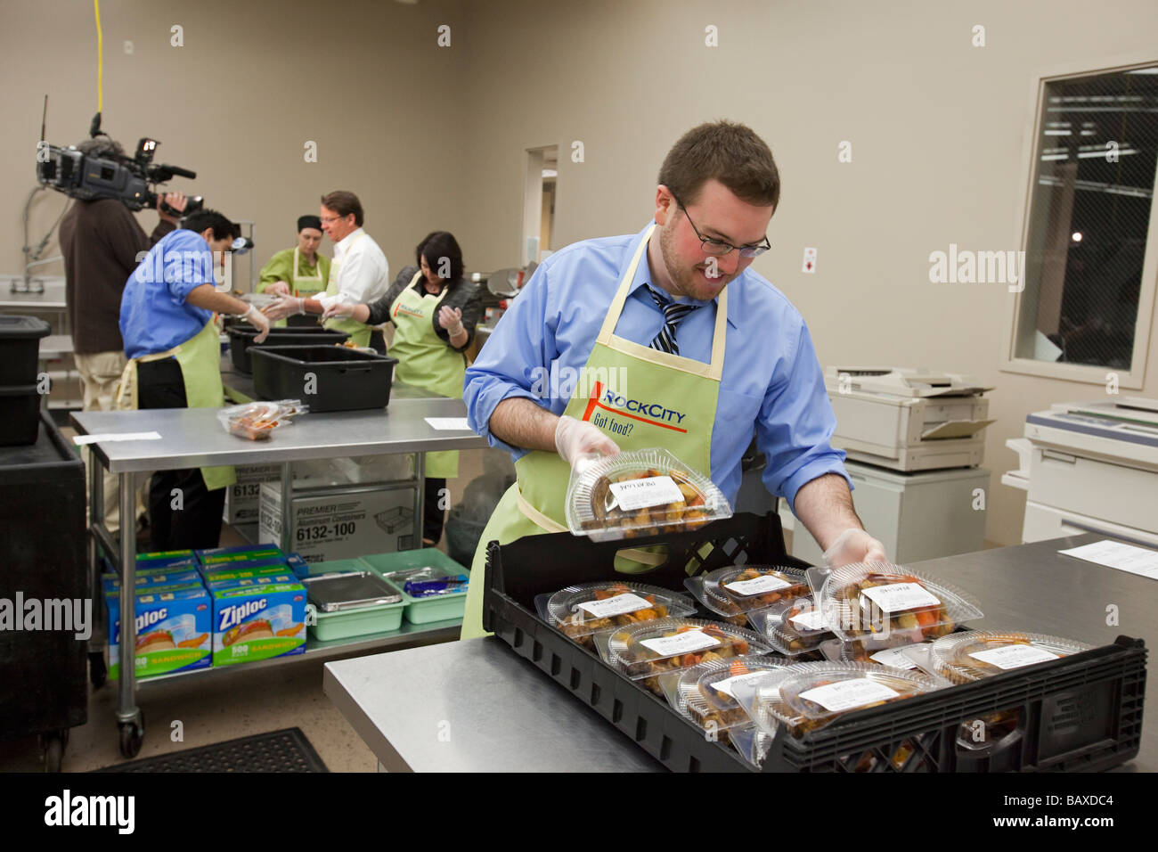 Volunteers Pack Surplus Food for the Hungry - Stock Image