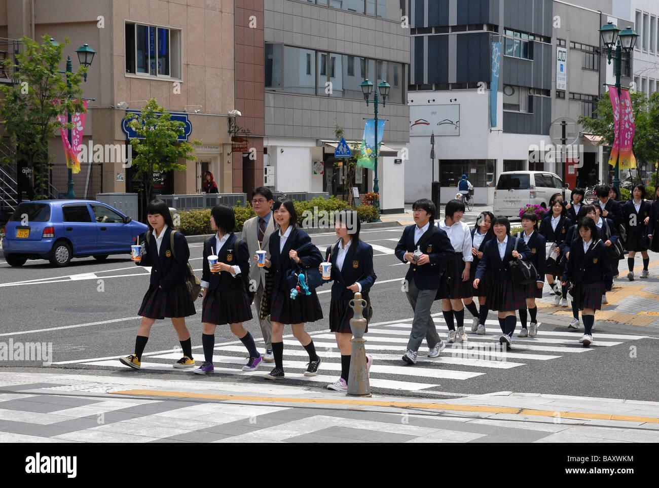 Japanese school children cross road Stock Photo: 23947832 ...