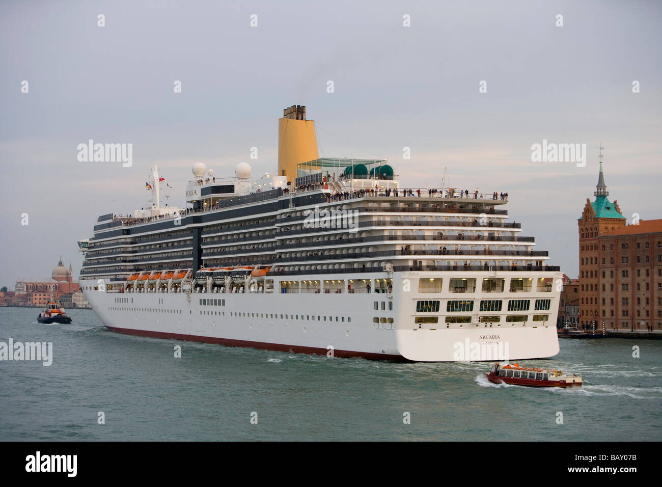 Cruiseship MS Arcadia (PandO Cruises) departing from Port of Venice at sunset, Venice, Veneto, Italy - Stock Image