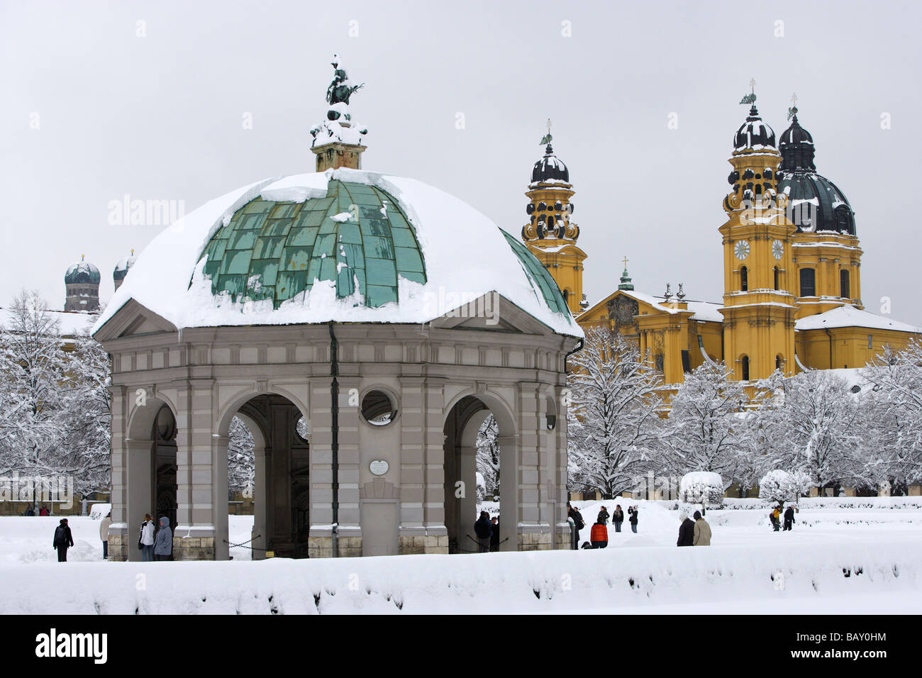 A winter's day at the Hofgarten and its pavillion, the onionshaped towers of the Frauenkirche and the yellow - Stock Image