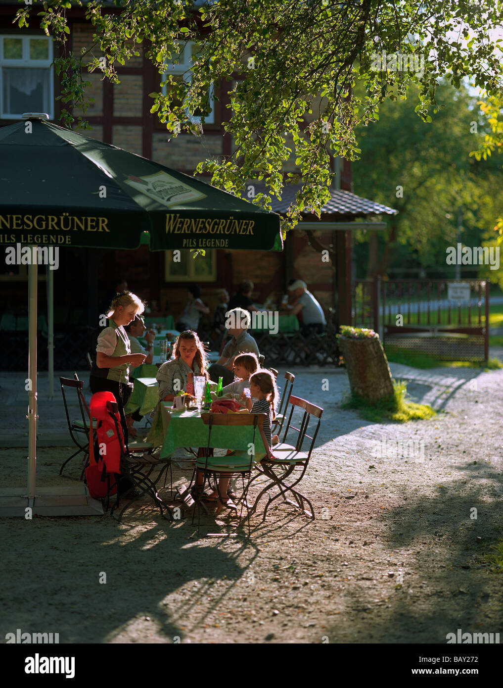 Beer garden of Restaurant Gasthaus Dubkow-Muehle, fish delicacies, at the Hauptspree in the village of Leipe, Upper - Stock Image