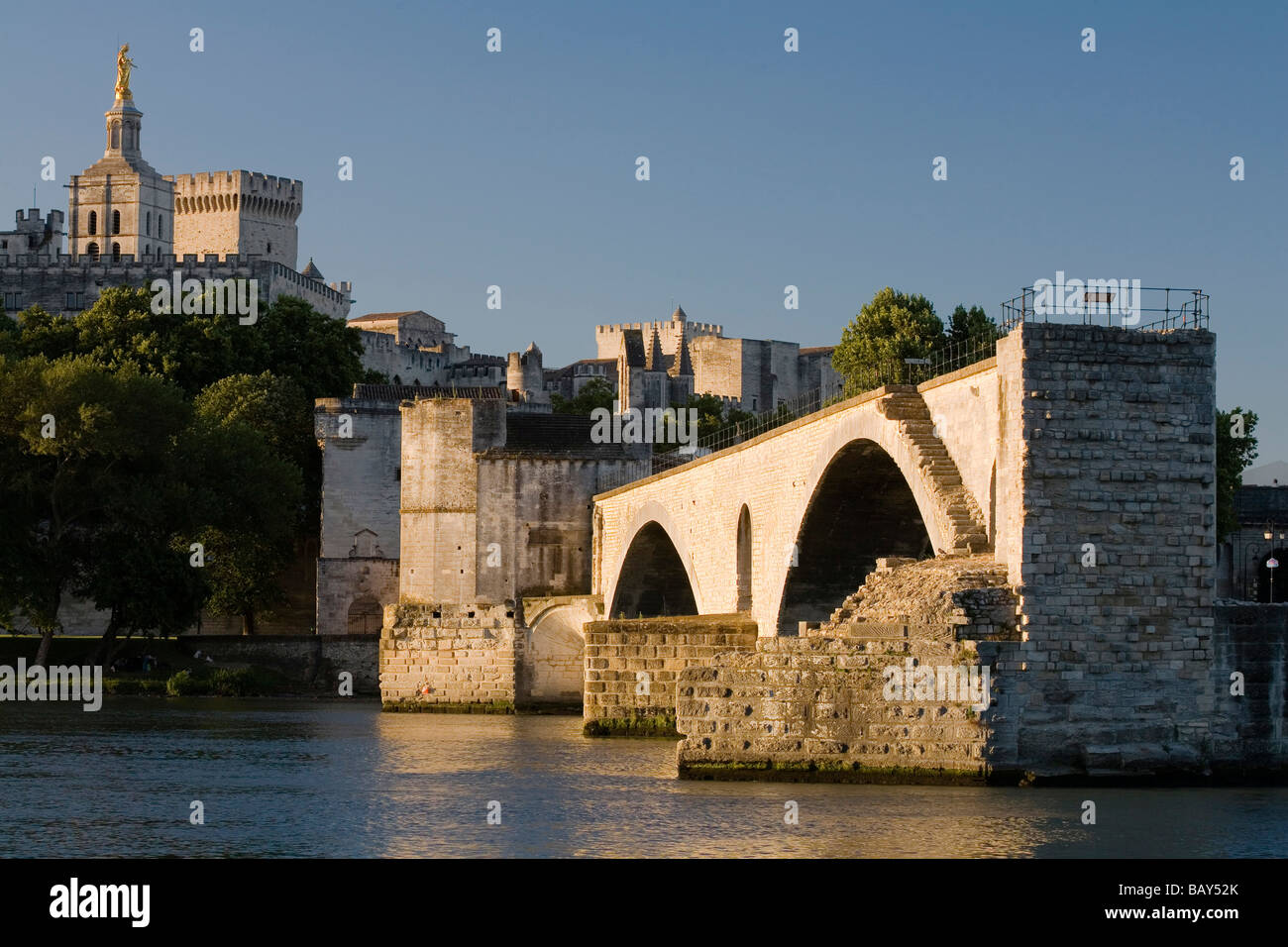 View at the bridge St. Benezet, the Palace of the Popes in the background, Avignon, Vaucluse, Provence, France - Stock Image