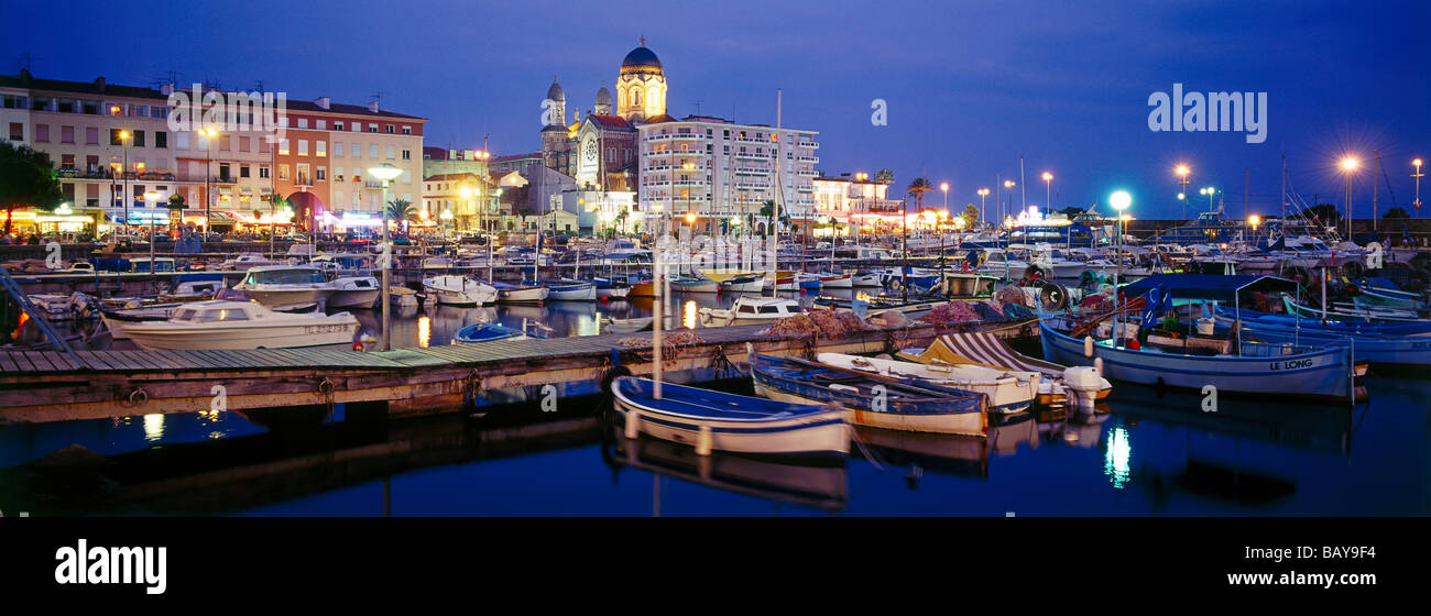 Townscape with harbour, St.Raphael, Cote d´Azur, Provence, Alpes Maritimes, France, Europe - Stock Image