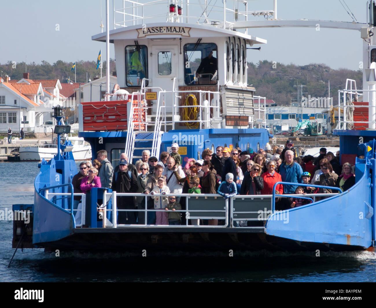 Passenger ferry at village of Marstrand on Swedens western Bohuslan coast - Stock Image