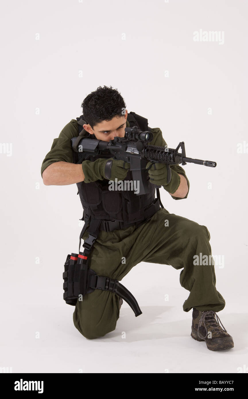 SAS Soldier in crouching shooting position - Stock Image