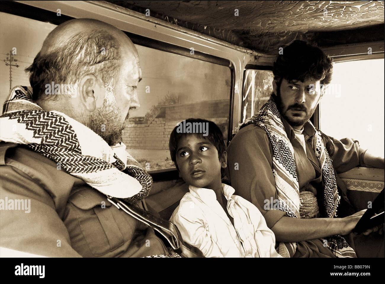 Parinawa la ghobar Crossing the Dust Year : 2006 Director : Shawkat Amin Korki Adil Abdolrahman, Abdola Awayd, Hossein - Stock Image