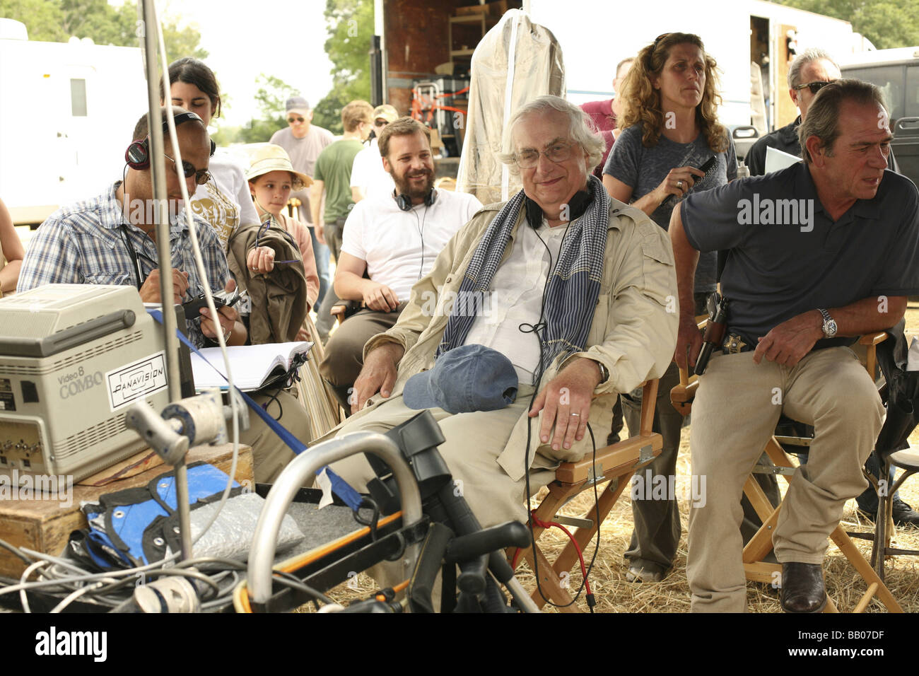 In The Electric Mist Year 2009 France Usa Director Bertrand Tavernier Bertrand Tavernier Tommy Lee Jones Shooting Picture