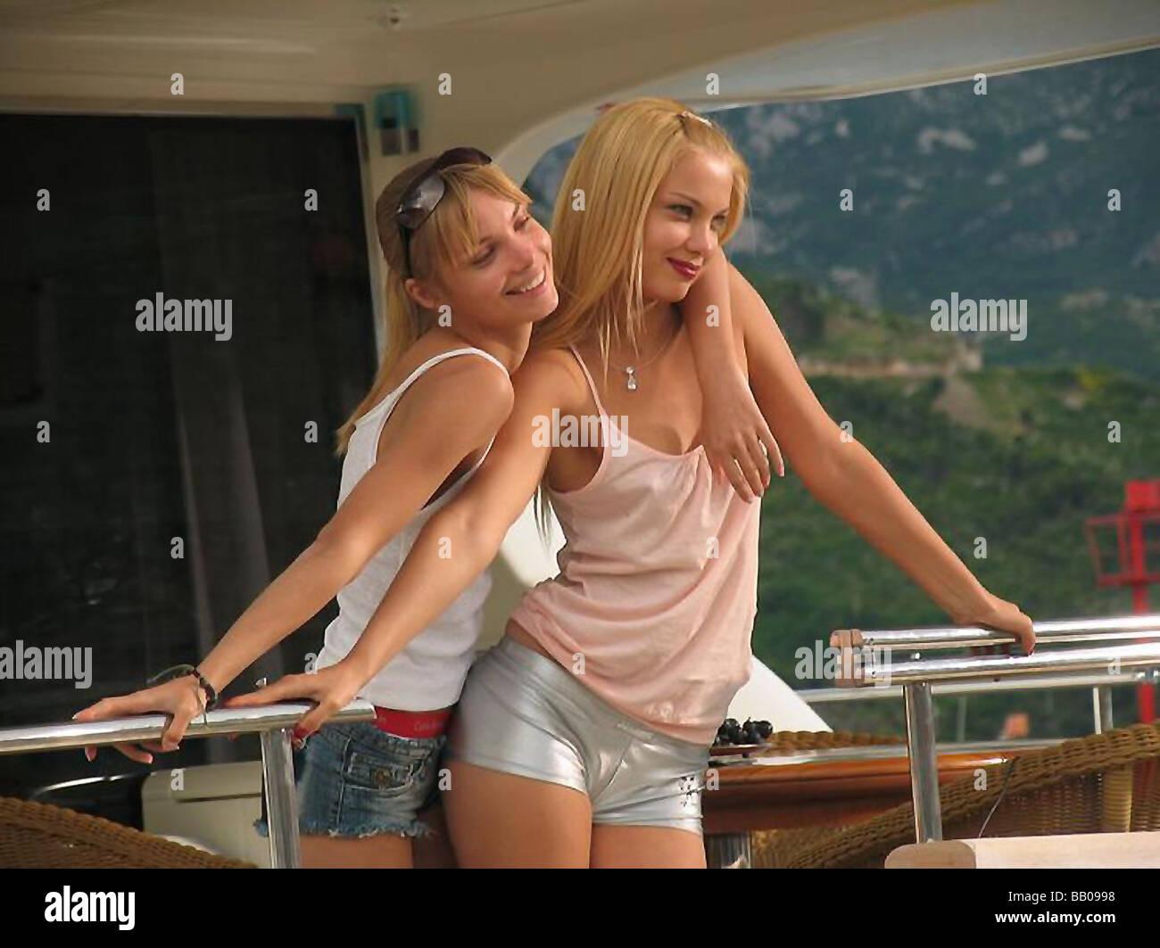 Русскую блондинку ебут трое, Трое русских парней трахают одну девушку - смотреть 13 фотография
