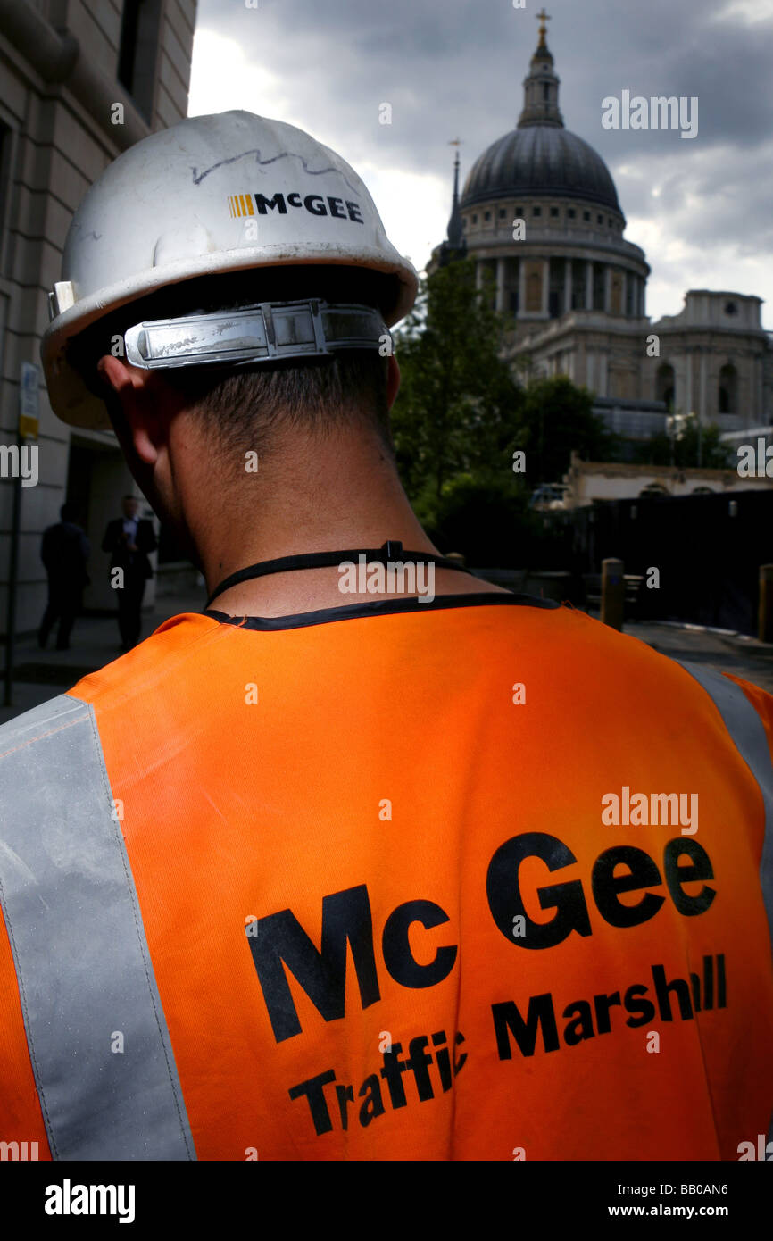 Mc Gee Builders work in the City with the View of St Pauls Cathederal - Stock Image