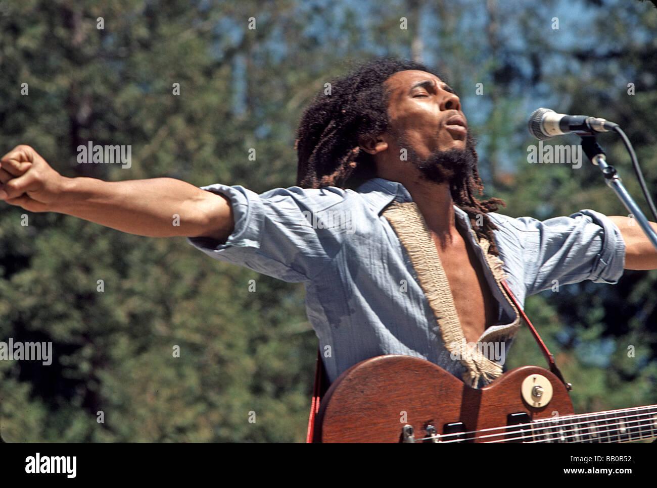 BOB MARLEY (1945-1981) Jamaican reggae musician at the Santa Barbara Bowl in 1976. Photo Jeffrey Mayer - Stock Image