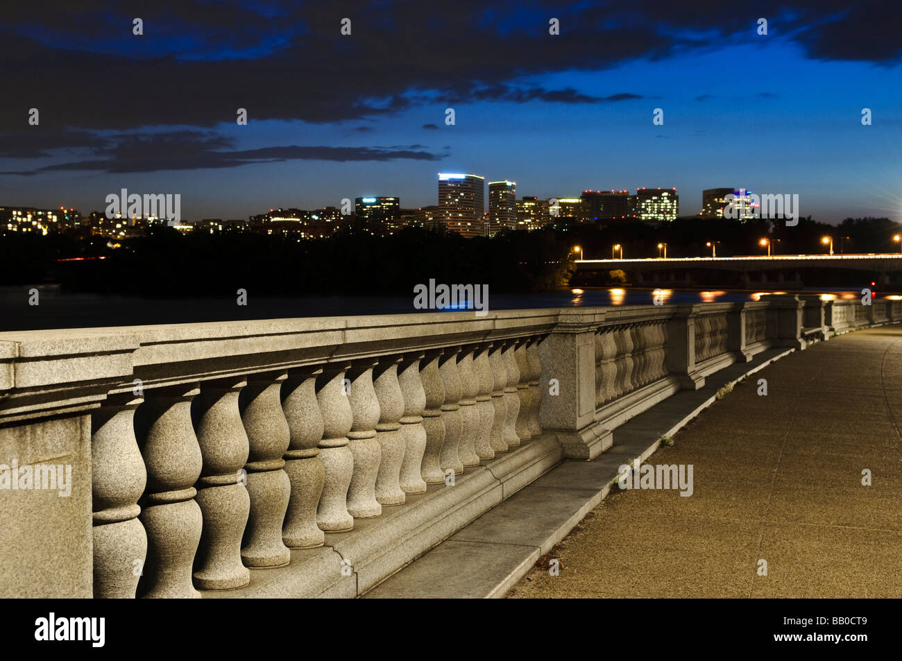 Washington DC -The Parkway Drive Bridge overlooking Roslyn Virginia and  Roosevelt Memorial Bridge - Stock Image