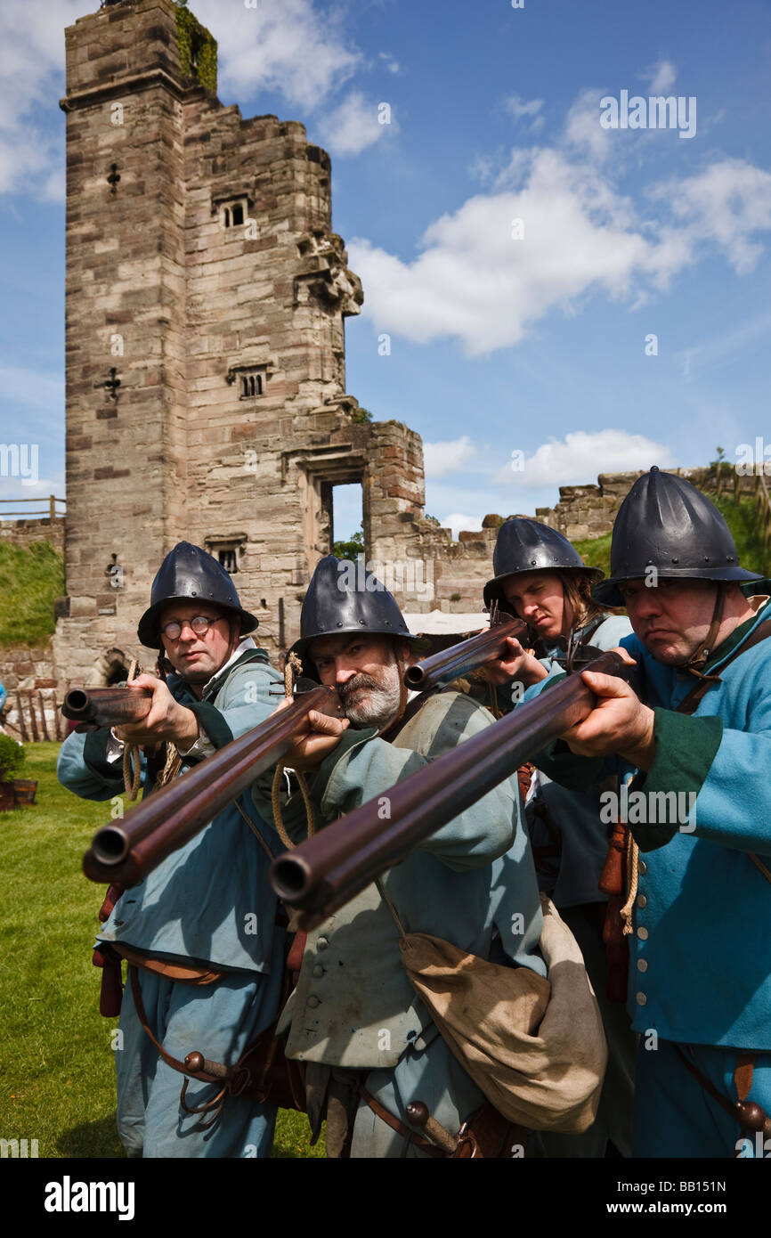 Musketmen of the Sir William Pennyman's Regiment, an English Civil War re-enactment society at Tutbury Castle - Stock Image