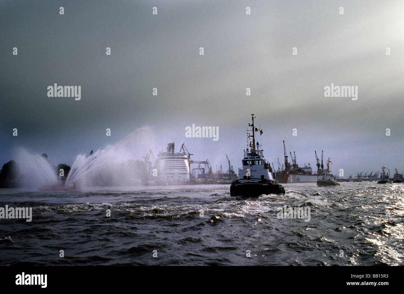 The traditional Ballett of the Tugs (Schlepperballett) during the 820th Hafengeburtstag in the port of Hamburg. - Stock Image