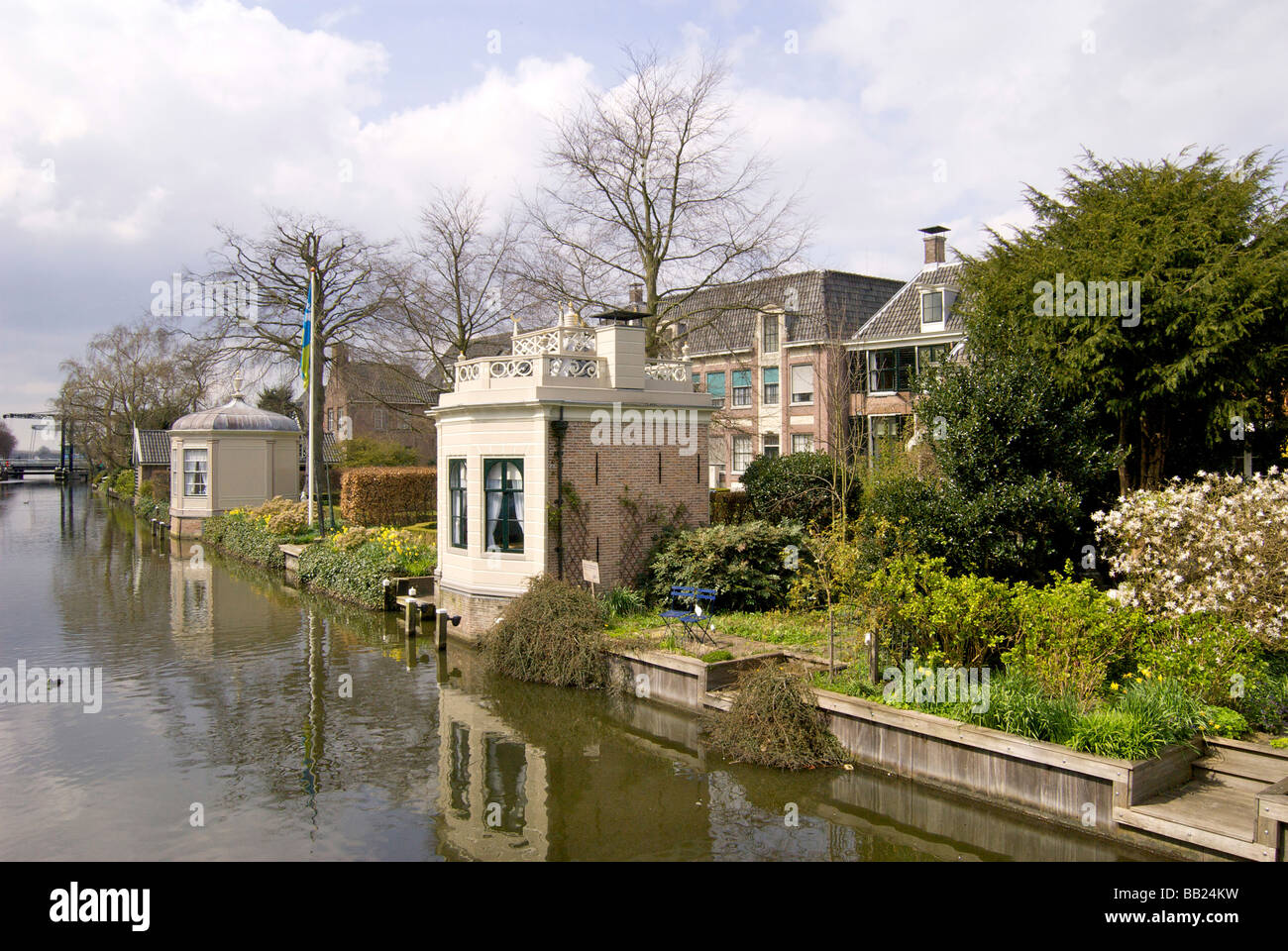 Europe, Netherlands, North Holland, Edam, Homes along canal - Stock Image
