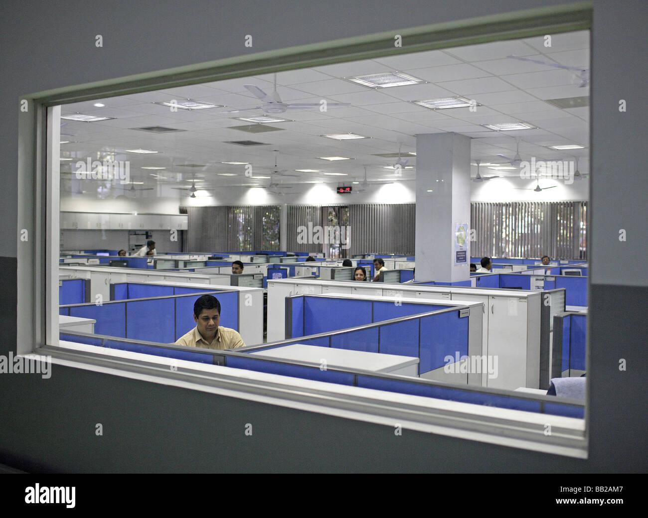 Mitarbeiter der Bosch Ltd in Bangalore Hier werden Dieseleinspritzpumpen gefertigt Indien Employees at Bosch Ltd - Stock Image