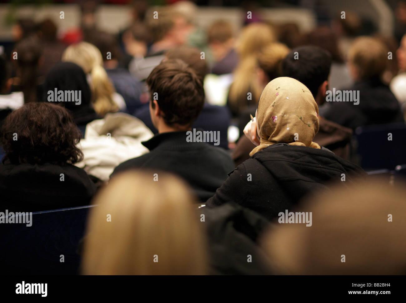 Studenten in einem Hoersaal an der Technischen Universitaet Berlin Deutschland Students at Technical University - Stock Image