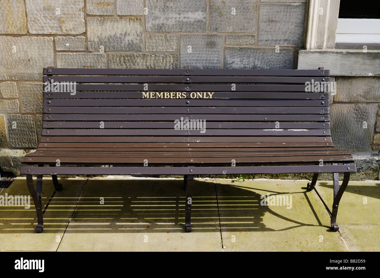 Bench marked 'members only' - Stock Image