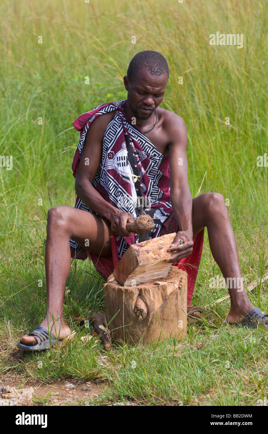 Swazi man carving wooden bowl, Swaziland - Stock Image