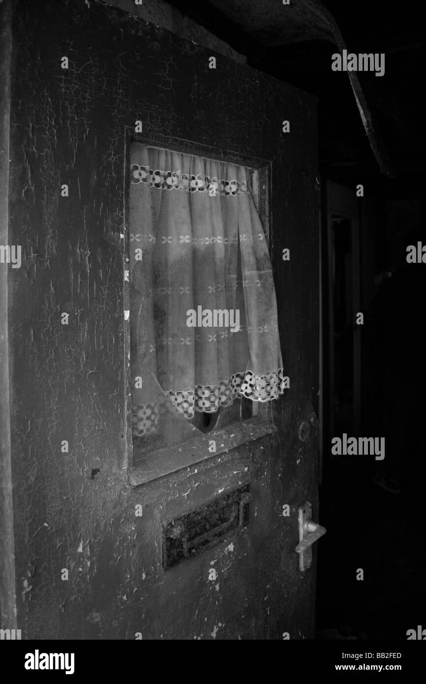 Creepy open door to abandoned building - Stock Image