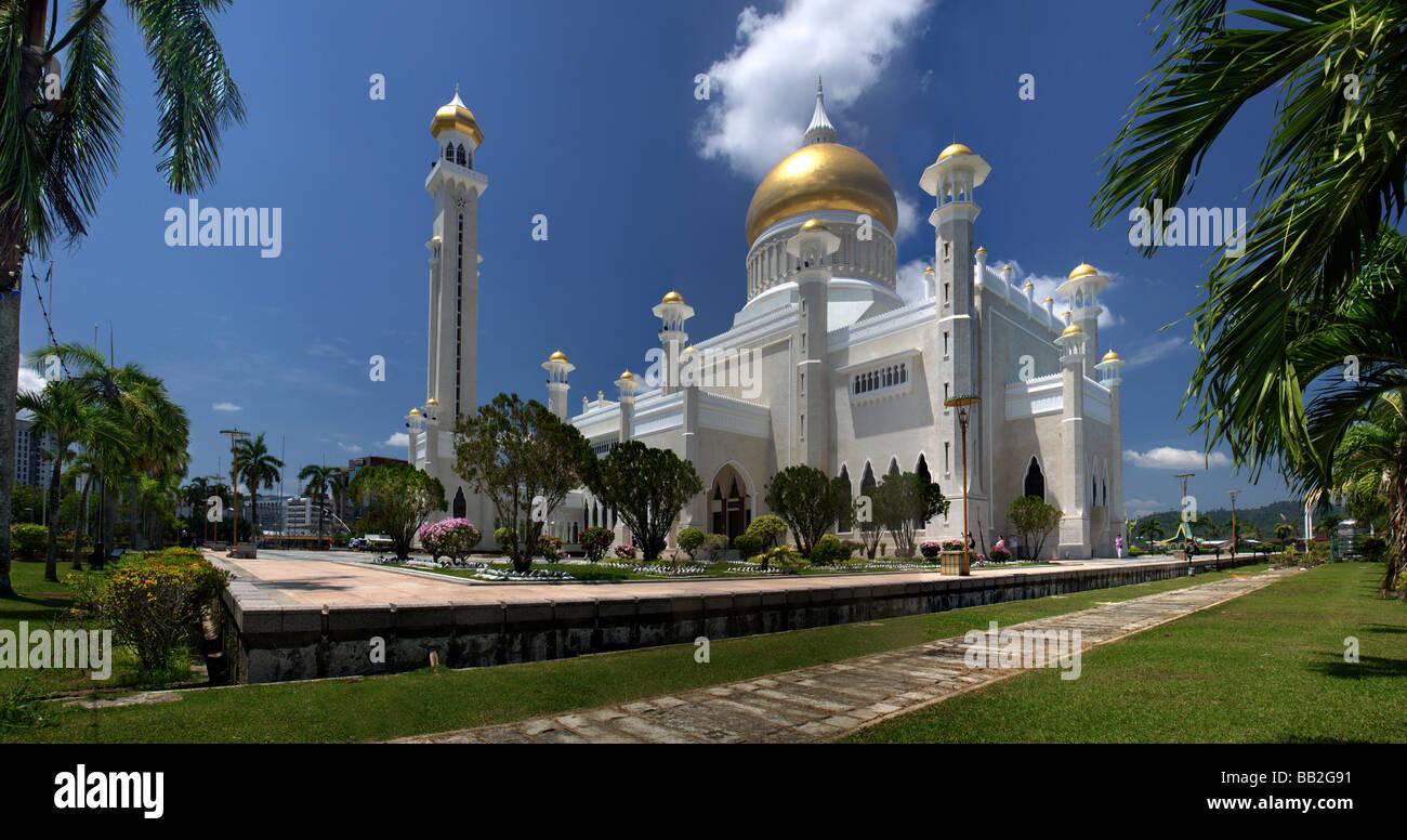 Garden of the Sultan Omar Ali Saifuddien Mosque,Bandar Seri Begawan,Brunei,Borneo,Malaysia,Asia, Mosque in Brunei - Stock Image