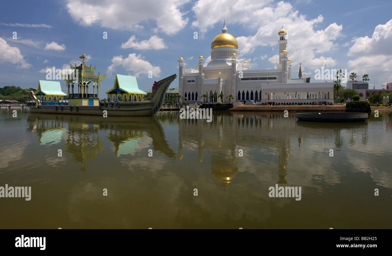 Sultan Omar Ali Saifuddien Mosque with reflection at Bandar Seri Begawan,Brunei,Borneo,Malaysia,Asia - Stock Image