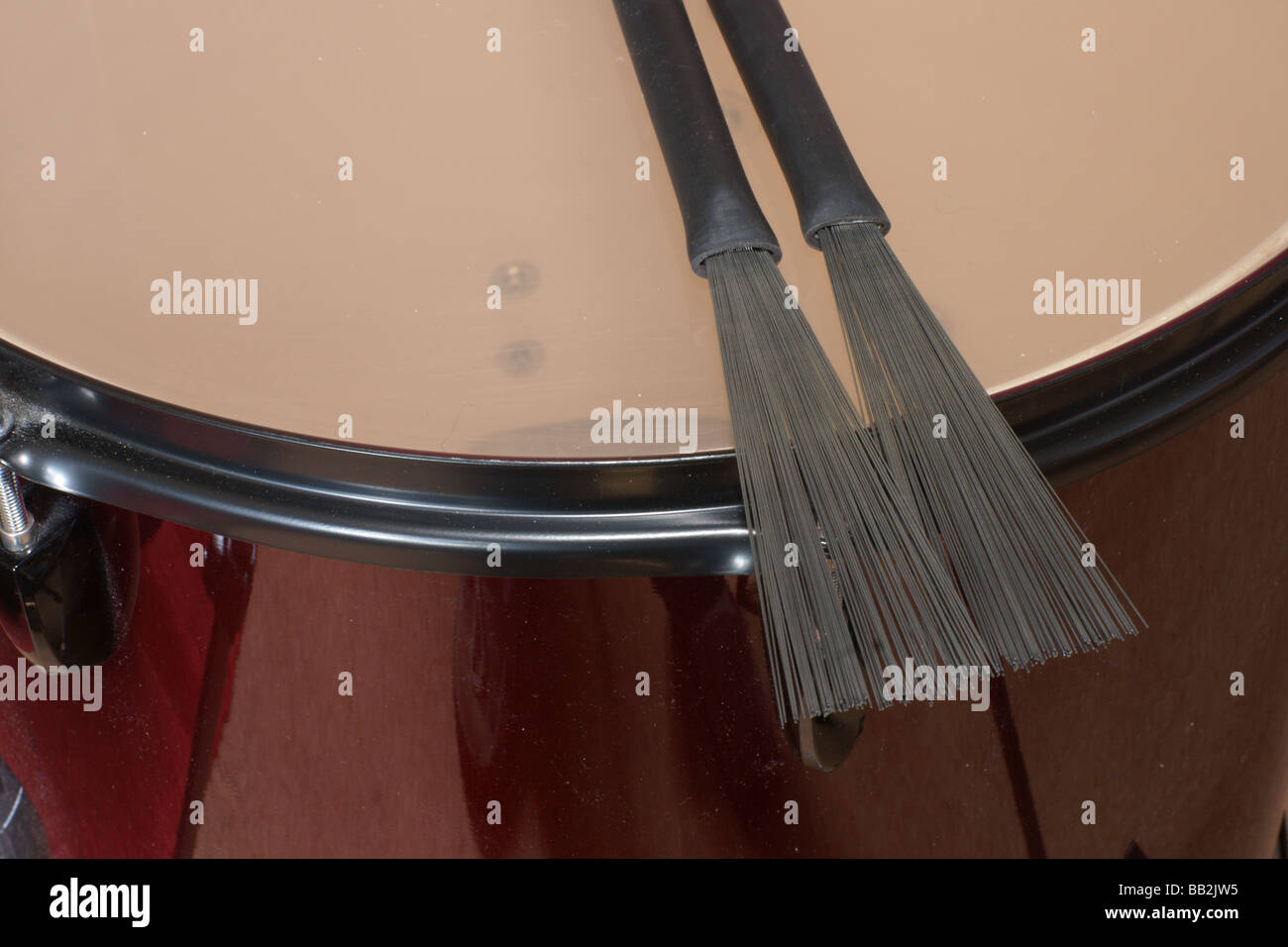 Drum with brushes - Stock Image