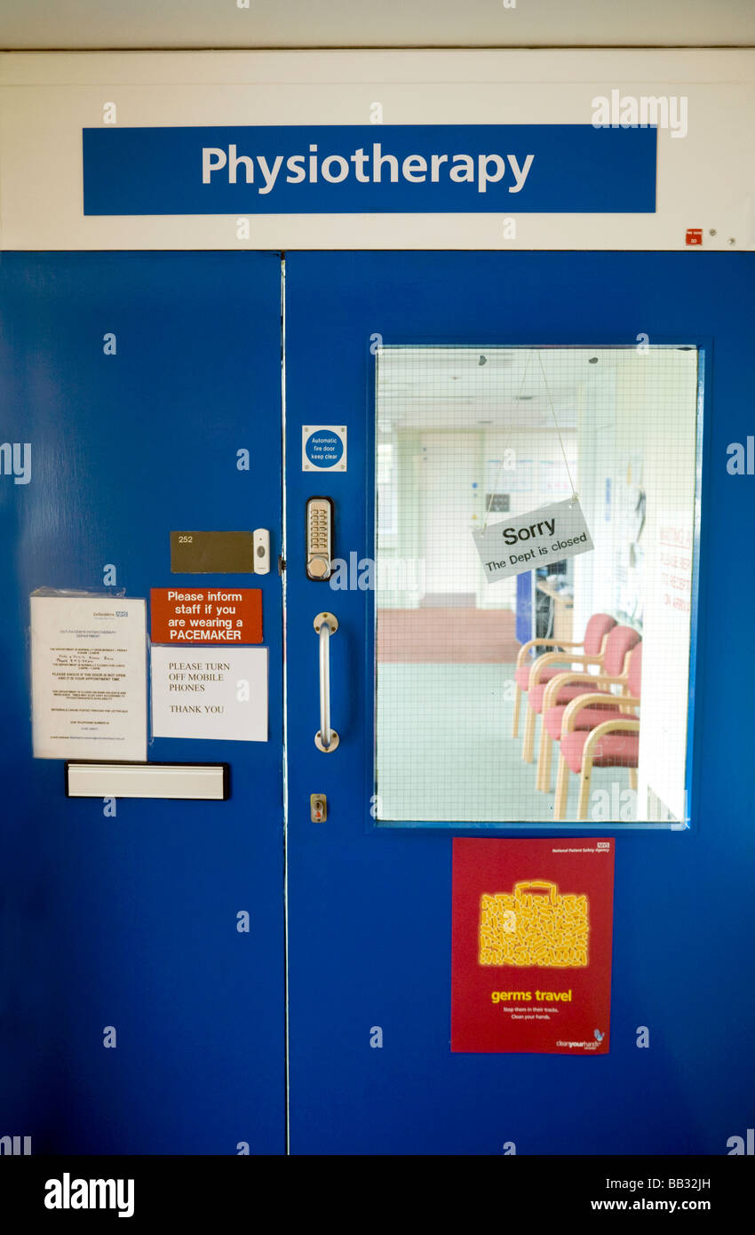 A 'Closed' sign on the door to the Physiotherapy department, Wallingford Community Hospital, Wallingford, - Stock Image