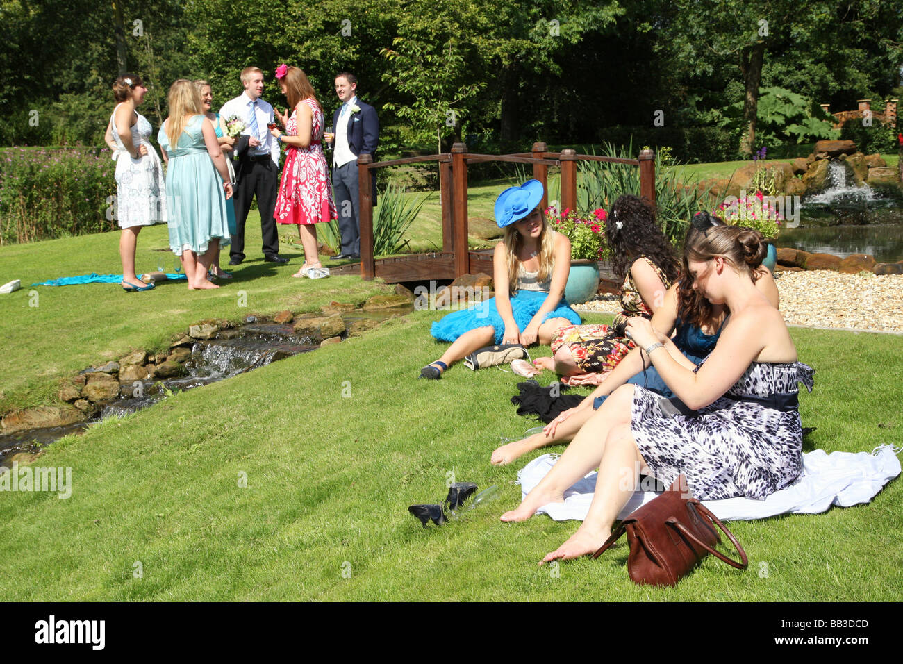 guests relaxing at wedding reception - Stock Image