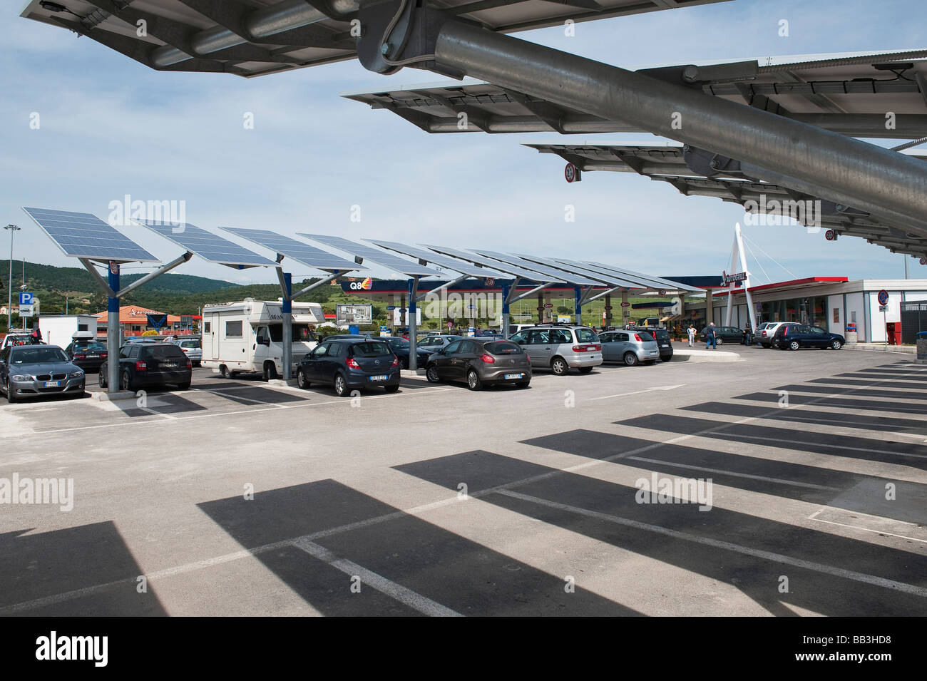 Italy. Solar panels used to shade parked cars and to generate electricity at an Italian motorway services - Stock Image