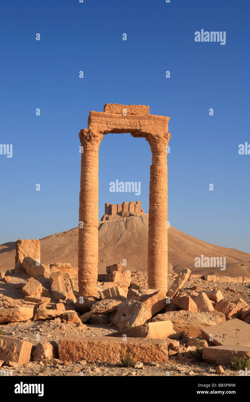 The Citadel at Palmyyra seen though an archway, Syria - Stock Image