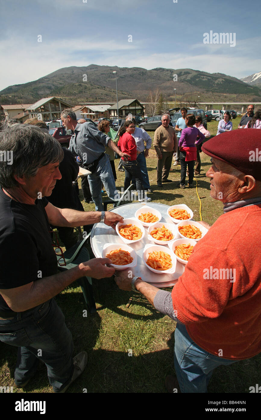 Volunteers distribute pasta at a public feeding station Assergi Arbruzzo following the earthquake of the 6th April - Stock Image