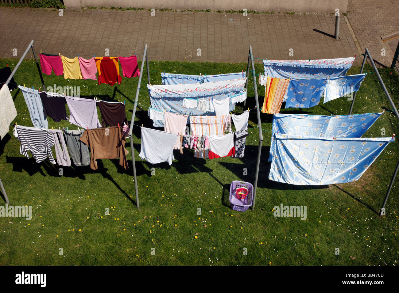 Hanging out the laundry for drying in a garden, Gelsenkirchen, Germany - Stock Image