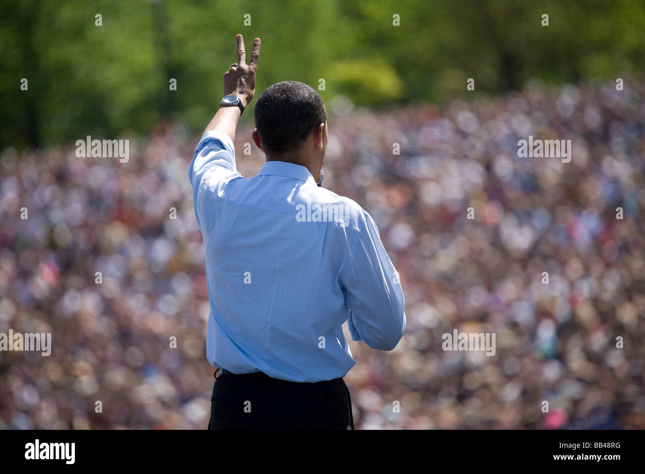 Presidential candidate and Democratic front runner, Barack Obama, gestures the number two (2) or peace sign in front - Stock Image