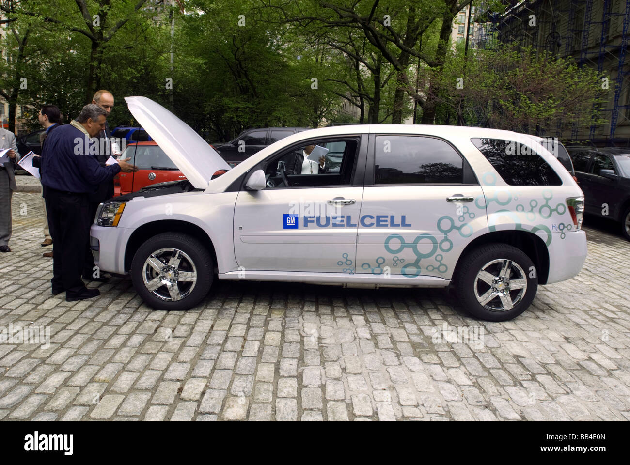 General Motors displays Chevrolet Equinox Hydrogen Fuel Cell Vehicles at NY City Hall - Stock Image
