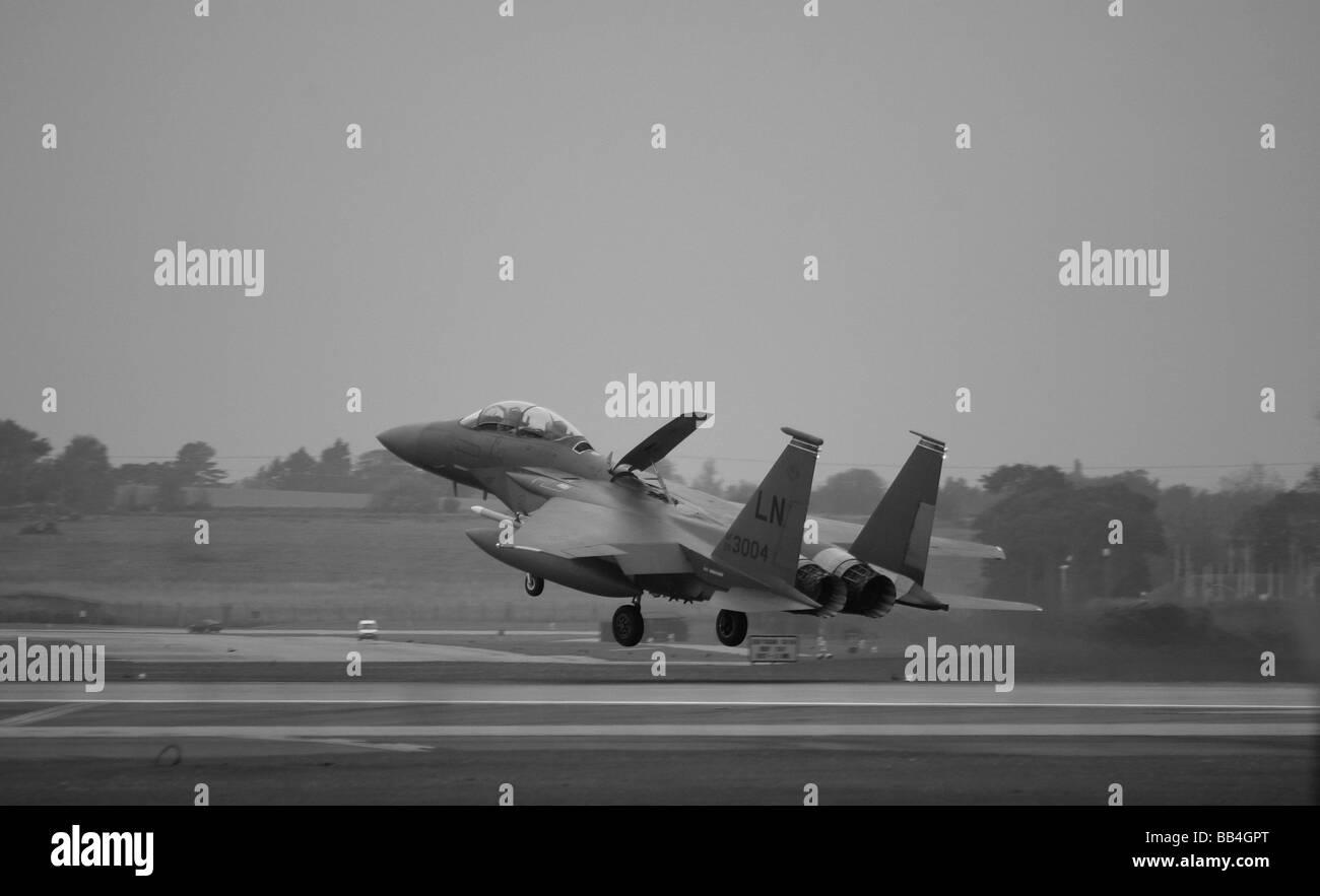 RAF Lakenheath F 15 Strike Eagle E landing at RAF Lakenheath in Suffolk England Stock Photo