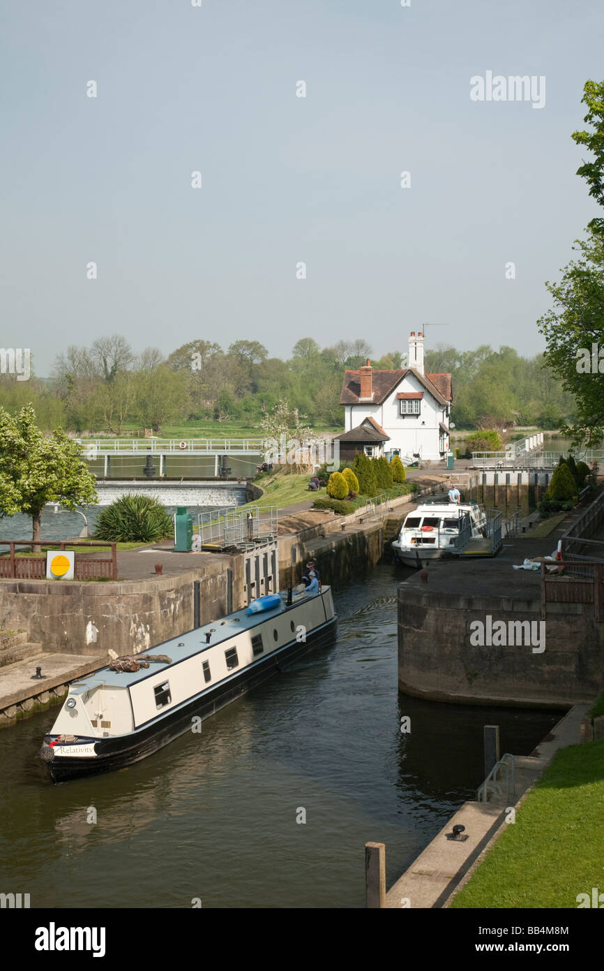 Narrowboat exiting the lock on the River Thames at Goring Oxfordshire Uk - Stock Image
