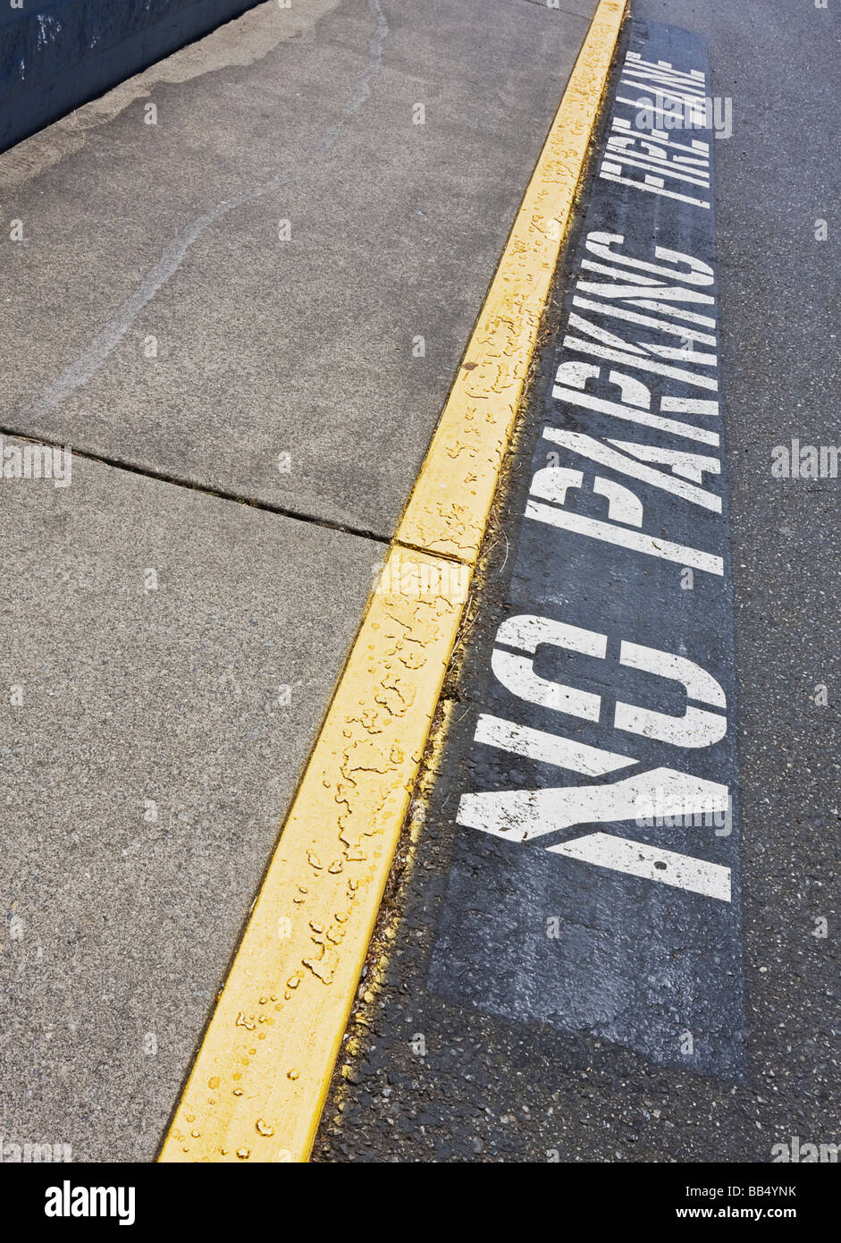 'no parking fire lane' stencil in parking lot - Stock Image