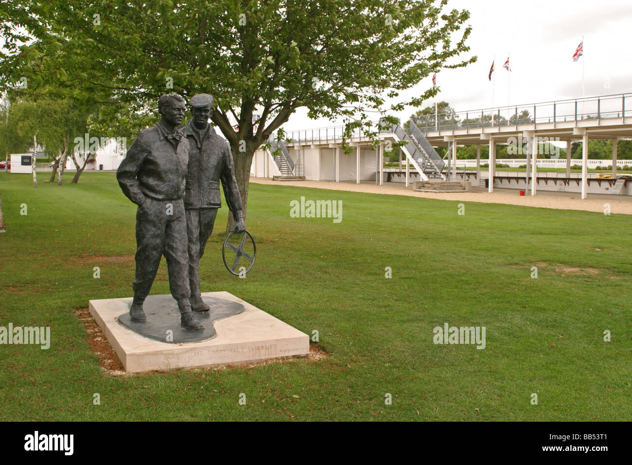 Statue of Mike Hawthorn and Frank Lofty England - Stock Image
