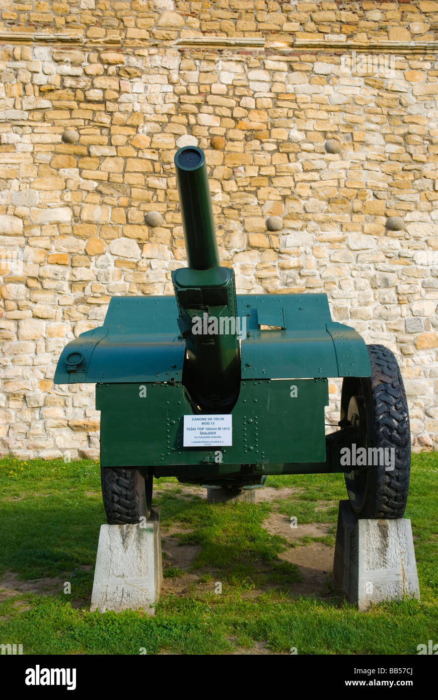 DA 105 28 mod 13 canon outside military museum at Kalemegdan park in Belgrade Serbia Europe - Stock Image