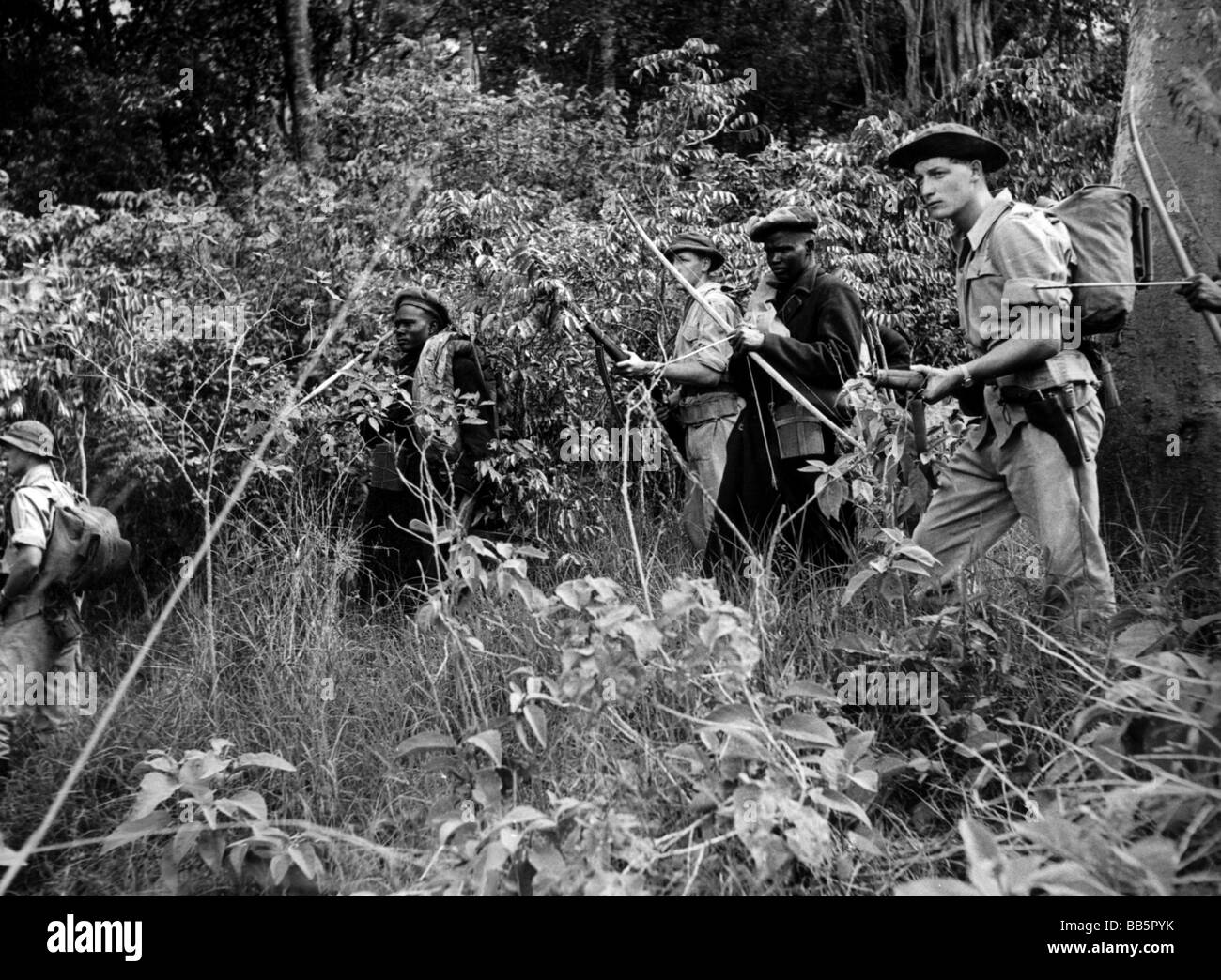 geography/travel, Kenya, politics, Mau Mau Uprising, 1951 - 1955, British and African soldiers, during patrol, near - Stock Image