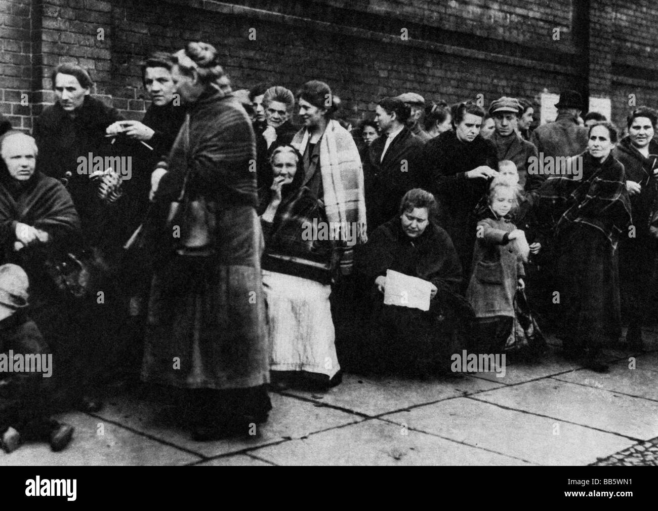 events great depression 1929 1933 queue outside of a stock photo 24101533 alamy. Black Bedroom Furniture Sets. Home Design Ideas