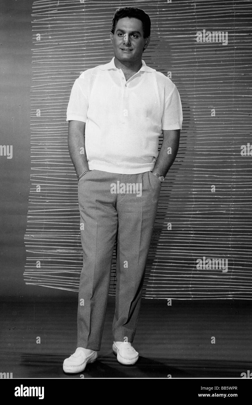 """Makulis, Jimmy, 12.4.1935 - 28.10.2007, Greek singer and actor, photo call to record """"Under Southern sun"""", 1966, Stock Photo"""