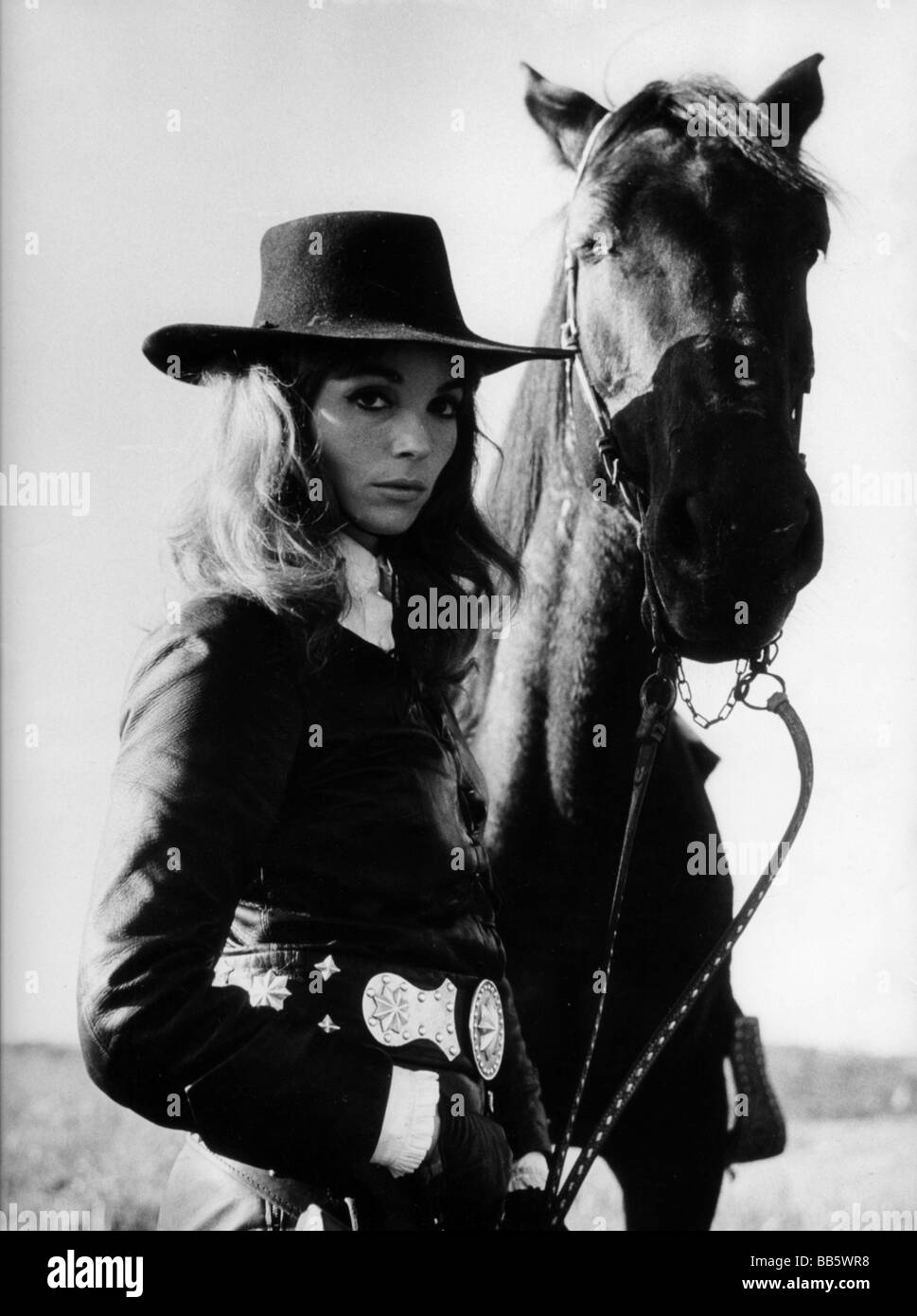 Martinelli, Elsa * 13.1.1932, Italian actress, half length with horse, 1950s, Additional-Rights-Clearances-NA - Stock Image