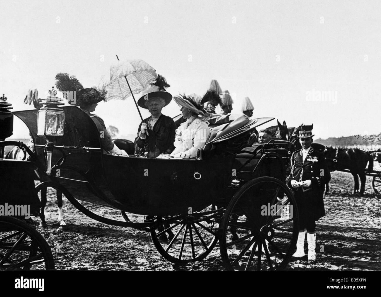 Augusta Victoria, 22.10.1858 - 11.4.1921, German Empress 15.6.1888 - 9.11.1918, with princesses Sophie Charlotte - Stock Image